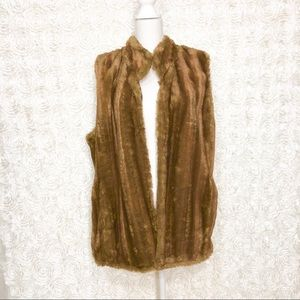Jackets & Blazers - Faux Fur Open Vest with Pockets